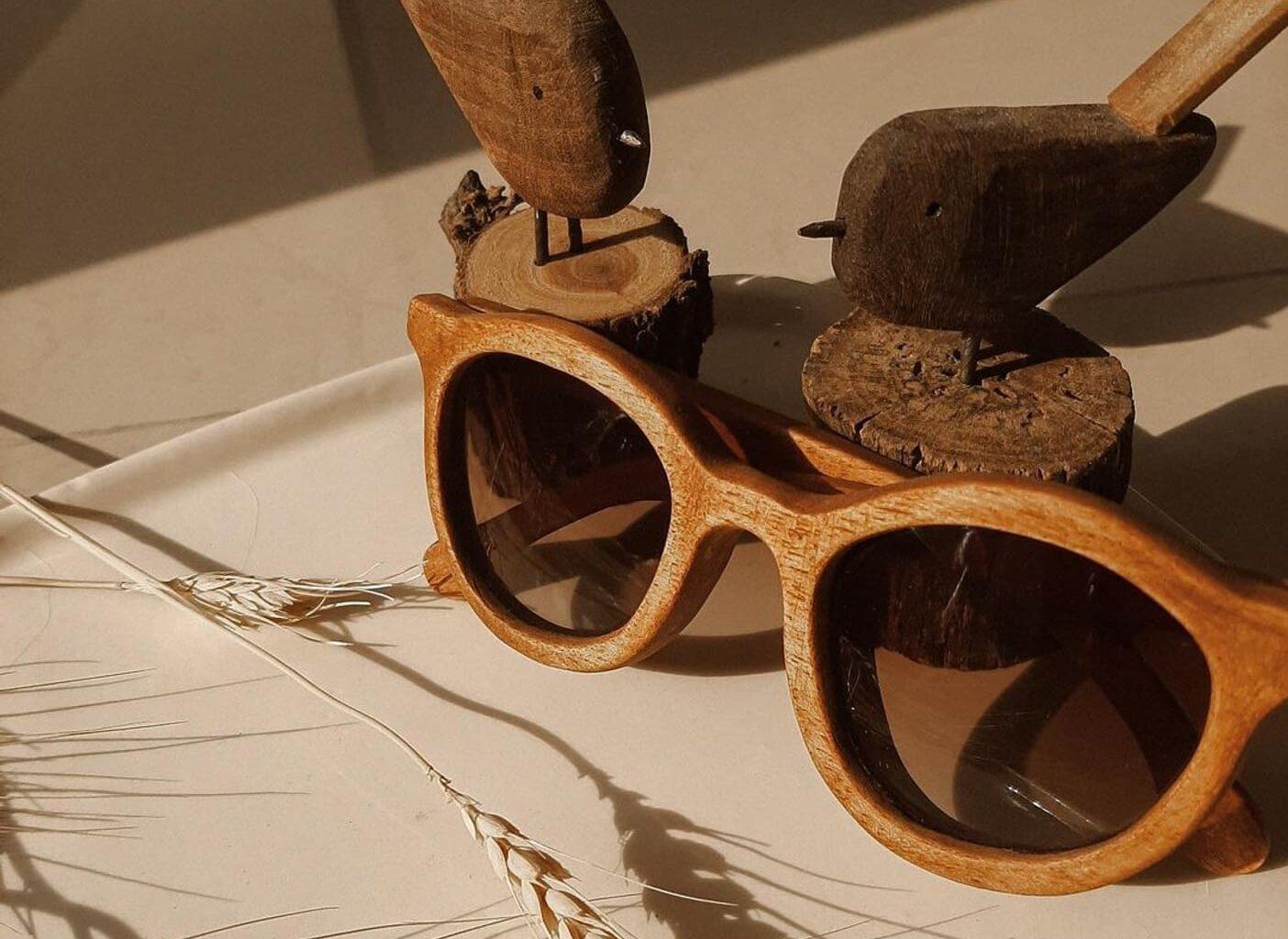 افکت اینستاگرام تست عینک افکت اختصاصی اینستاگرام عینک دست ساز چوبی بلوط رویایی تهیه شده در استودیو تورویژن خرید اینترنتی عینک بصورت واقعیت افزوده افکت عینک صدف بیوتی dream__oak